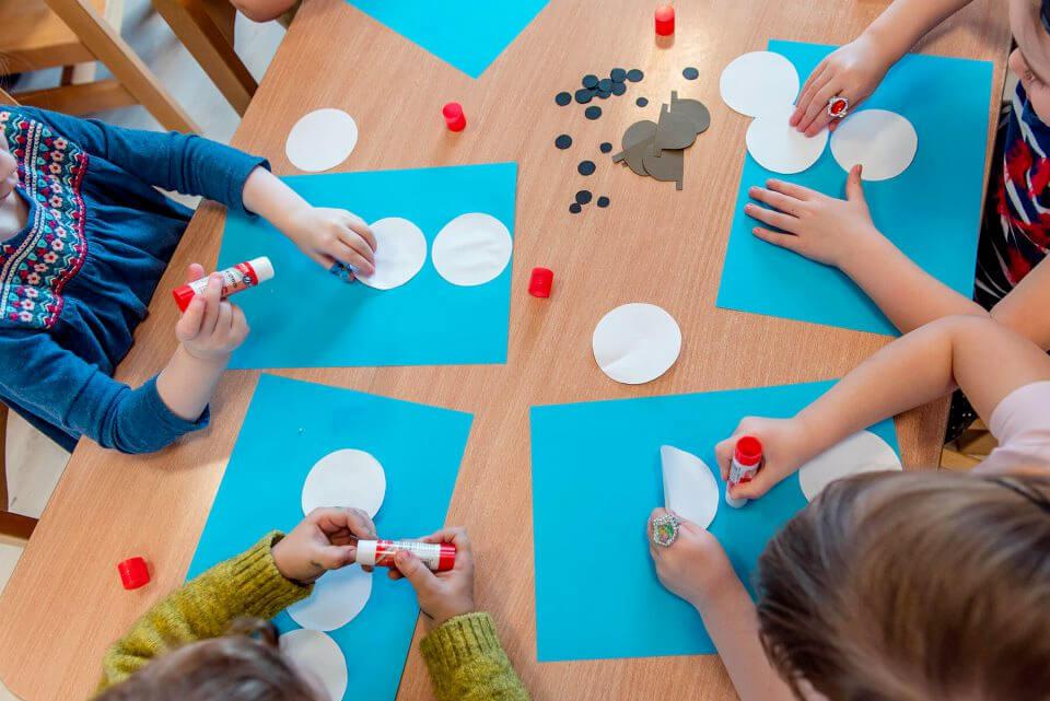 Dzieci w przedszkolu w Milanówku