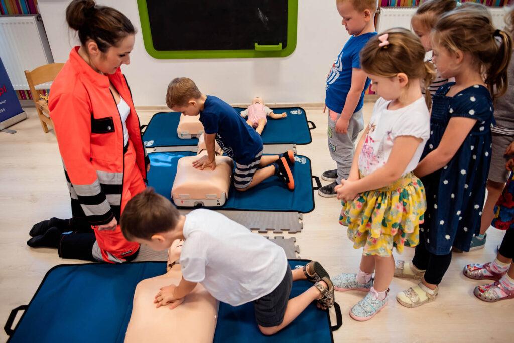 Zajęcia z pierwszej pomocy w Przedszkolu na Wiejskiej w Milanówku