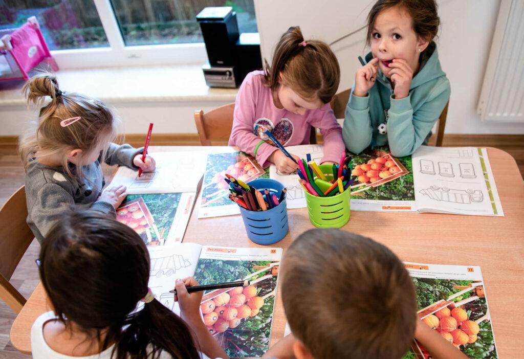 Bawiące siędzieci - przedszkole Milanówek